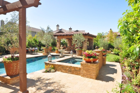Tuscan Pool and Garden in Mission Viejo Yard Property
